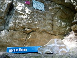 Hohenstein: Ein Auto hoch im Norden an unerwarteter Stelle