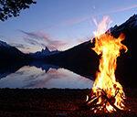 Lagerfeuer mit Blick auf den Mt. Fitz Roy (Argentinien)